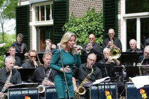 Deventer Swing orkest mei 2015 op terras School van Frieswijk